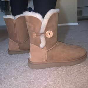 BAILEY BUTTON ll UGG BOOTS